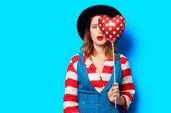 Femme étonnée avec le jouet de forme de coeur Images stock