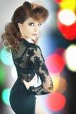 Femme étonnée de mode avec la coiffure de fantaisie Photo libre de droits