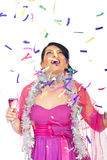 Femme étonnée regardant vers le haut les confettis en baisse Photos stock