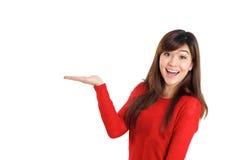 Femme étonnée tenant le produit Images libres de droits