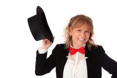 Femme étonnante dans la veste noire, le bowtie et un chapeau supérieur photos stock