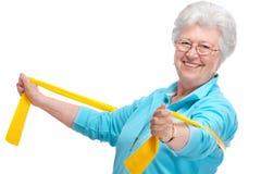 Femme aîné à la gymnastique Photographie stock