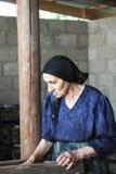Femme aîné au travail Photo libre de droits