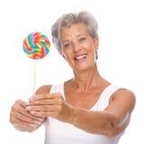 Femme aîné avec des bonbons Photos stock