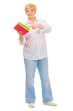 Femme aîné avec des livres Image libre de droits
