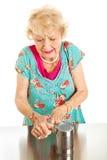 Femme aîné avec douleur d'arthrite Images libres de droits