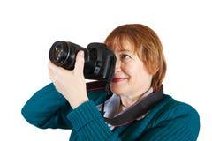 Femme aîné avec l'appareil-photo Images stock