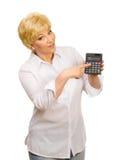 Femme aîné avec la calculatrice Images libres de droits