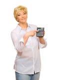 Femme aîné avec la calculatrice Image stock