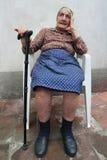 Femme aîné avec le bâton de marche Image libre de droits