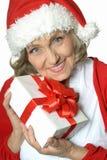 Femme aîné avec le cadeau Photographie stock