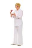 Femme aîné avec le cadre de cadeau Photo stock