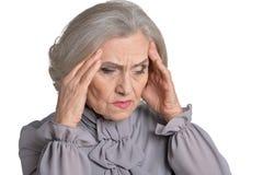 Femme aîné avec le mal de tête Photographie stock