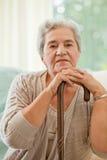 Femme aîné avec son bâton de marche Photographie stock libre de droits