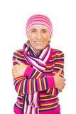 Femme aîné dans des vêtements tricotés roses Photo stock