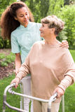 Femme aîné dans le jardin Photos stock
