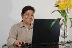 Femme aîné de sourire d'Asiatique d'années '60 Photographie stock libre de droits