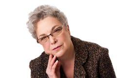 Femme aîné pensant au contrat à terme Photo stock