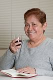Femme aînée amicale de sourire Photo stock