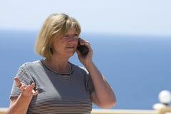 Femme aînée au téléphone Photo libre de droits
