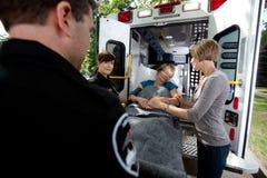 Femme aînée dans l'ambulance Photos libres de droits