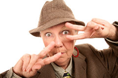 Femme aînée dans le vêtement mâle effectuant le fashiona de main Photo stock