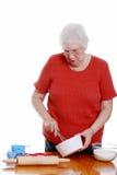 femme aînée de cuisson Images libres de droits