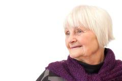 Femme aînée douce regardant plus de le copyspace Image libre de droits