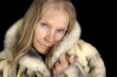 Femme aînée en fourrure Images libres de droits