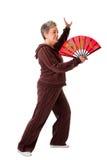 Femme aînée faisant l'exercice de yoga de Chi de Tai Photos stock