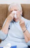 Femme aînée malade de plan rapproché Photos libres de droits