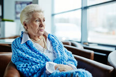 Femme aînée songeuse Photographie stock