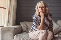 Femme aînée triste Images stock