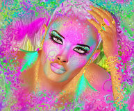 Femme abstraite et belle colorée de mode, maquillage, longs cils avec la coiffure courte et pai de corps Photographie stock libre de droits