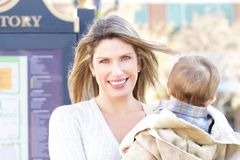 Femme, achats de mère Photos libres de droits