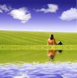 Femme admirant l'horizontal. Photographie stock