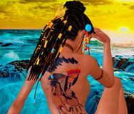 Femme adulte avec de tatouage le dos dessus, coiffure tressée, Natif américain par l'océan 3d rendent la scène numérique d'art Photographie stock