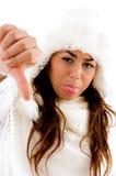 Femme affichant des pouces vers le bas Photographie stock libre de droits