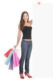 Femme affichant l'espace de copie de signe d'achats Image stock