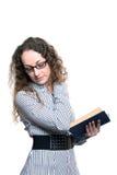 Femme affichant le vieux livre Images stock