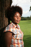 Femme africaine à l'extérieur Photographie stock