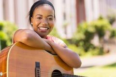 Femme africaine avec la guitare Photographie stock