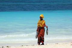 Femme africaine dans la robe traditionnelle Photos stock