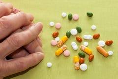 Femme agée avec son médicament Images stock
