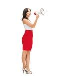 Femme aimable criant dans le mégaphone Photographie stock