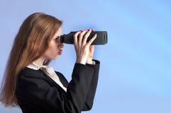Femme aperçue lointaine Images stock