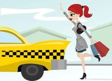 Femme appelant un taxi Photo stock