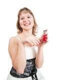 Femme appliquant le vernis à ongles rouge Photos stock