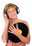 Femme appréciant la musique Image libre de droits