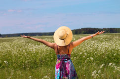 Femme appréciant la nature photo libre de droits